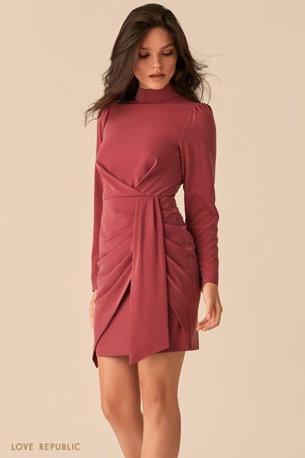 Мини-платье ягодного оттенка с акцентными драпировками на бедрах 0450018533-77