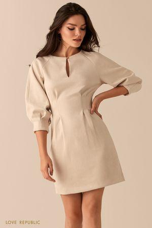 Приталенное платье из экозамши с вырезом