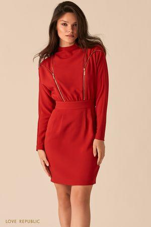 Платье ягодного цвета с акцентными молниями на лифе