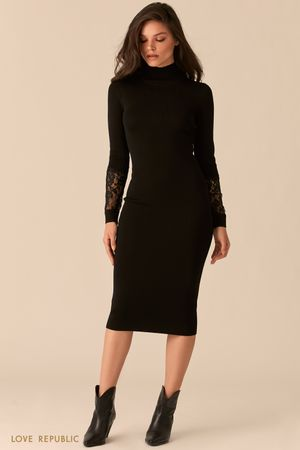 Черное трикотажное платье с кружевными вставками на рукавах