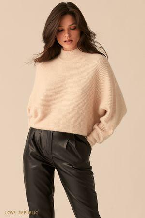 Кремовый свитер с рукавами
