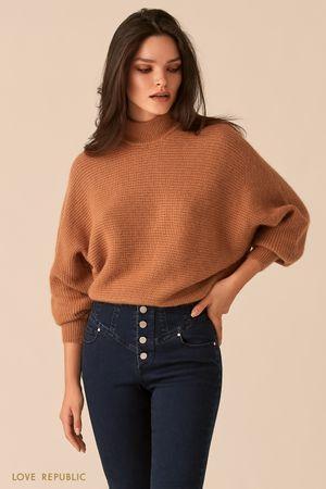 Бежевый свитер с рукавами