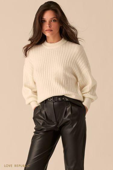 Молочный oversize свитер с объемными рукавами 0450302802
