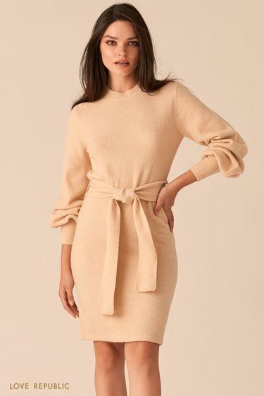 Мягкое приталенное платье кремового цвета с объемными рукавами 0450306505