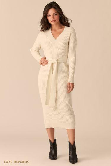 Платье-лапша с поясом на талии и V-образным вырезом молочного цвета 0450315506