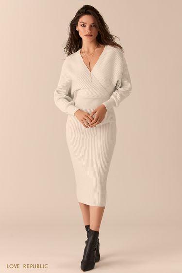 Белое платье в рубчик с лифом на запах и открытой спиной 0450332519