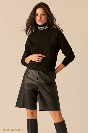 Объемный черный свитер с акцентным воротником-стойкой 0450338838