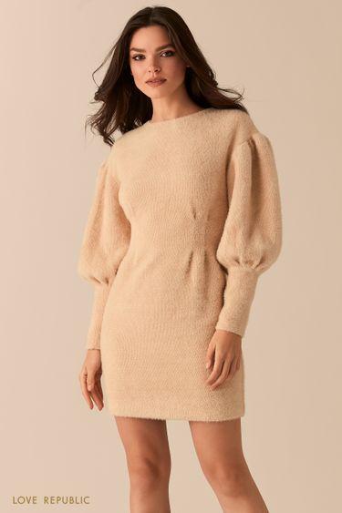 Пушистое кремовое платье приталенного силуэта с рукавами-буфами 0450340529