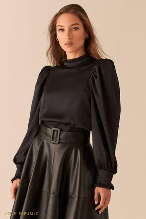 Укороченная атласная блузка с рукавами-буфами