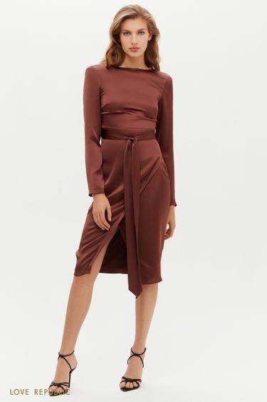 Лаконичное атласное платье-футляр с поясом 0451028580