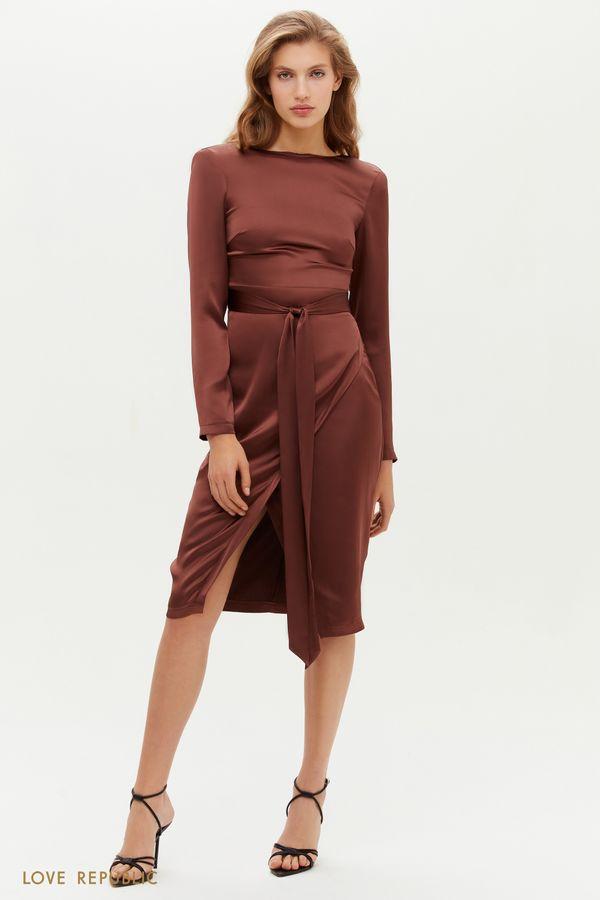 Лаконичное атласное платье-футляр с поясом 0451028580-12