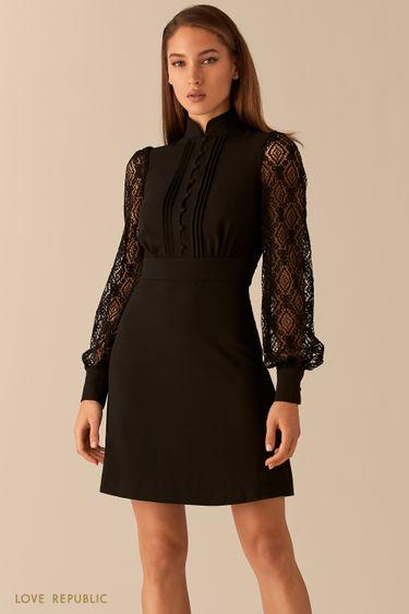 Короткое платье с воротником-стойкой и кружевными рукавами 0451203505