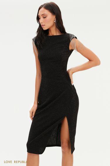 Черное приталенное платье с бахромой из цепочек на плечах 0452262570