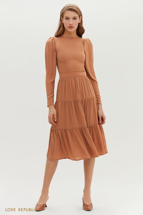 Приталенное миди-платье с ярусным подолом 1151029524-13