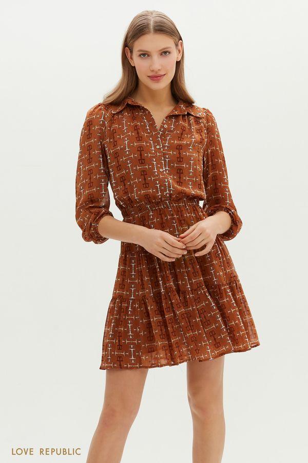 Приталенное платье мини с ярусным подолом и графичным паттерном 1151053580-65