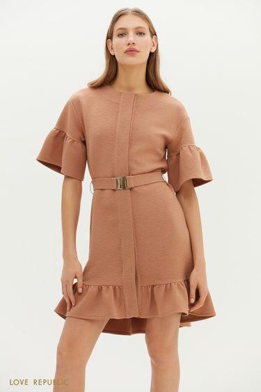Приталенное фактурное платье с воланами 1151117528