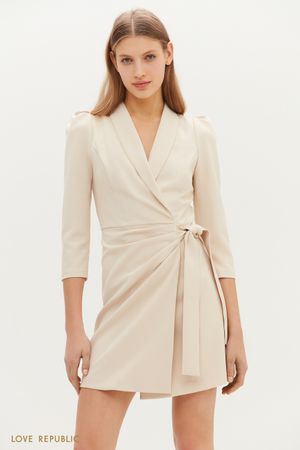 Утонченное платье с запахом и узкими лацканами