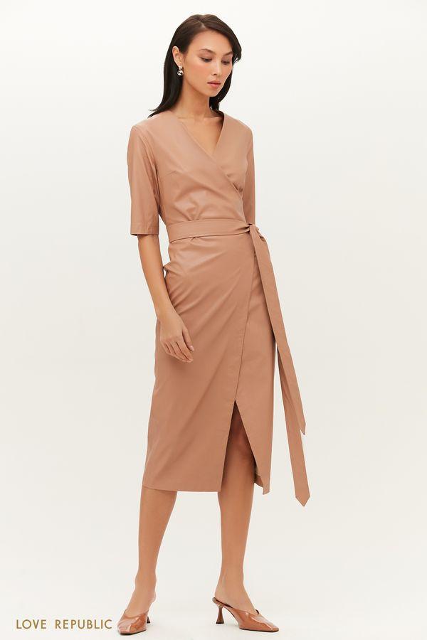 Лаконичное платье из экокожи с запахом и поясом на талии 1151251569-13