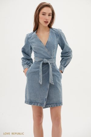 Джинсовое платье-миди с поясом и запахом