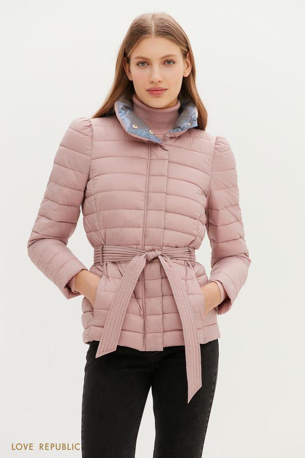 Тонкий пуховик со стеганой фактурой и поясом на талии в розовом цвете 1151507105-90