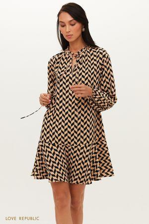 Бежевое платье А-силуэта с воланом по подолу