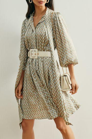 Лёгкое платье с фисташковым принтом и лентой на шее 1152042537