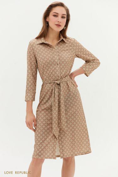 Бежевое платье с поясом и графичным принтом 1152138574