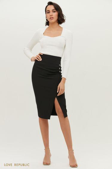 Чёрная юбка-футляр с небольшим вырезом на бедре 1152214212