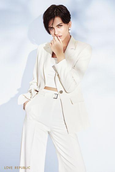 Стильный женский жакет белого цвета с прямоугольными лацканами 1152214607