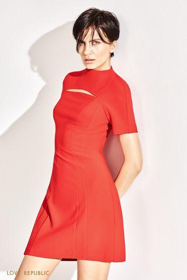 Платье-мини со стильным разрезом на груди 1152238557