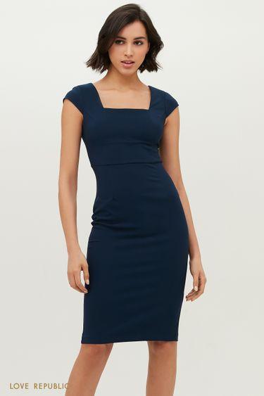 Приталенное платье без рукавов с широким вырезом на груди 1152258577