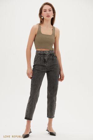 Серые укороченные джинсы с поясом