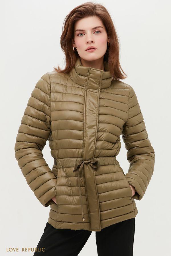 Легкая стеганая куртка с акцентом на талии 1152531113-13