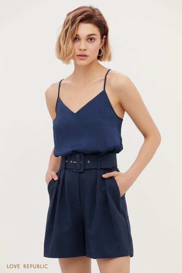 Короткие шорты с защипами и широким ремнем 1153222750-47