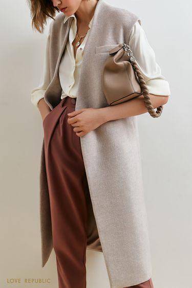 Трендовый жилет-пальто светло-бежевого оттенка 1153541122
