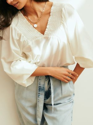Легкая блузка со сборками
