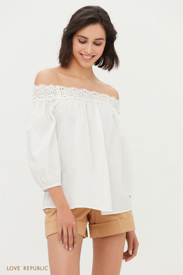 Блузка с открытыми плечами и вышивкой ришелье 1254013308-1