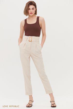 Прямые брюки с акцентным поясом