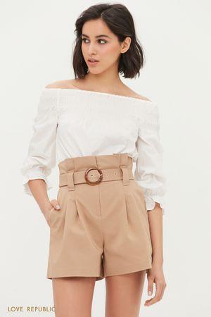 Короткие шорты с поясом и защипами