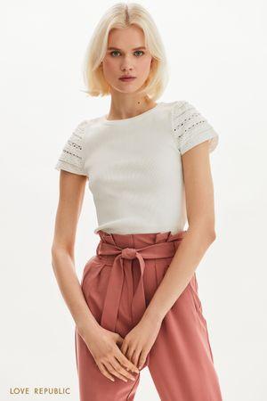 Трикотажная блузка с вышивкой ришелье