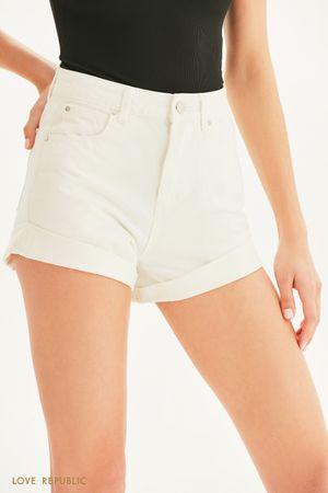 Короткие джинсовые шорты с отворотами