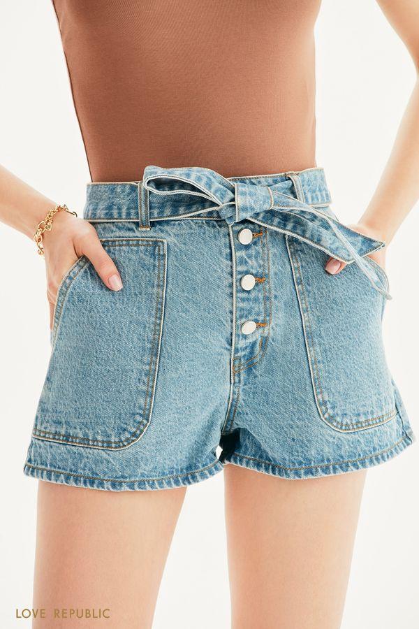 Джинсовые шорты с накладными карманами и поясом 1255429740-101