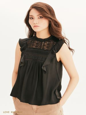 Блузка с оборками и атласным блеском