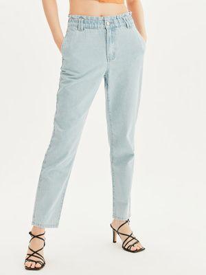 Прямые джинсы с эластичным поясом
