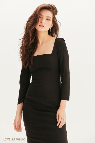 Платье-футляр с графичным вырезом 1358212507