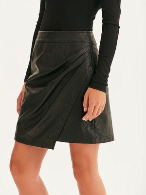 Мини-юбка из фактурной экокожи