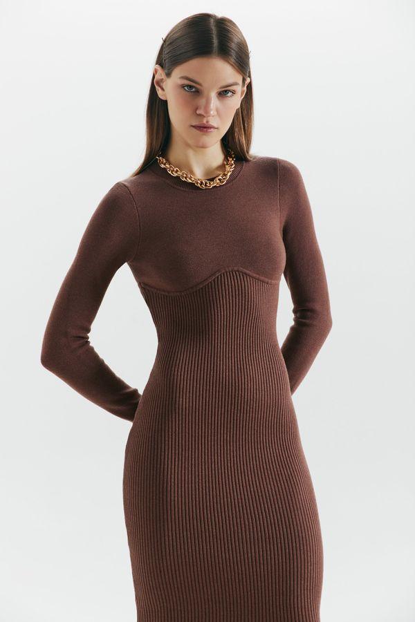 Платье из бандажного трикотажа 1359319529-66