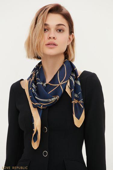 Легкий платок в синем оттенке с ярким принтом 144315005