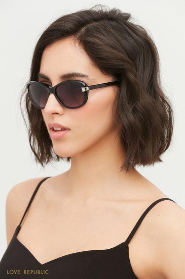 Солнцезащитные очки в черной оправе 144436002