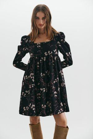 Платье с цветочным принтом и высокой талией